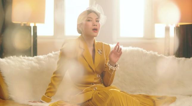 """""""Chị đẹp"""" Mỹ Tâm sang chảnh trong MV mới với loạt phụ kiện đến từ thương hiệu Chanel ảnh 4"""