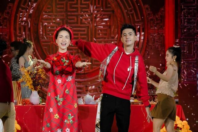 Sự thực về tấm ảnh Hòa Minzy mặc áo dài cưới trong lễ ăn hỏi đang khiến dân tình xôn xao ảnh 4