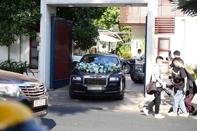 Đám cưới của Primmy Trương - Phan Thành: Đưa đón bằng siêu xe, phù dâu là Hoa hậu ảnh 2