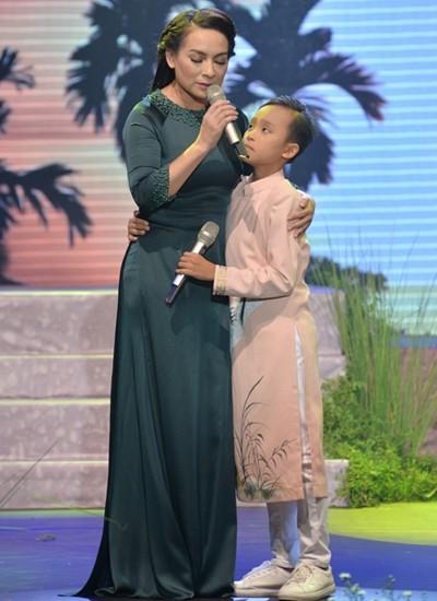 """Phi Nhung bức xúc khi con trai nuôi Hồ Văn Cường mắc bệnh ngôi sao, khẳng định """"hết duyên"""" nếu không thay đổi ảnh 4"""