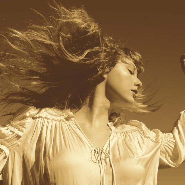 """Đố các fan của Taylor Swift tìm ra điểm khác biệt giữa """"Love Story"""" bản cũ và bản vừa phát hành ảnh 1"""