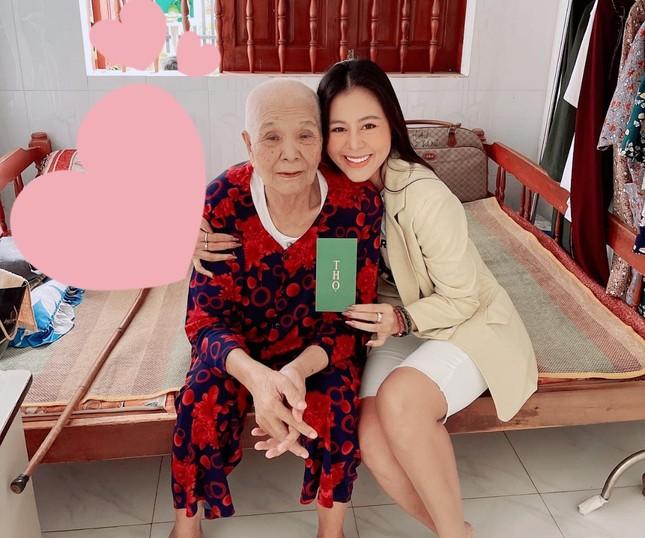 """""""Kiều nữ làng hài"""" Nam Thư khoe ảnh sum vầy bên gia đình sau 12 năm ăn Tết xa nhà ảnh 2"""