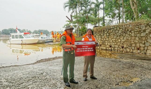 Đưa ngay 2 ca nô do Tập đoàn TNG tặng vào khắc phục hậu quả lũ lụt ảnh 3