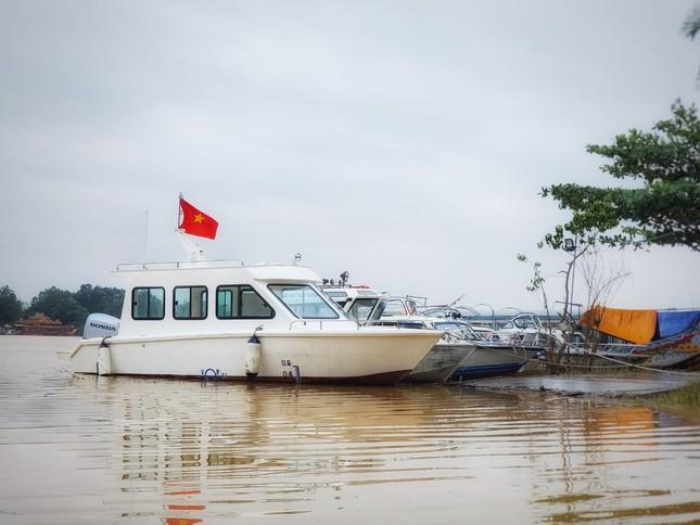 Đưa ngay 2 ca nô do Tập đoàn TNG tặng vào khắc phục hậu quả lũ lụt ảnh 6