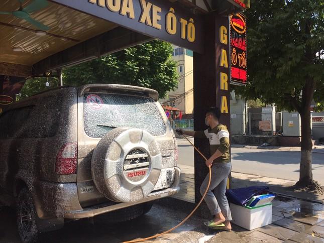 Giá rửa xe tăng cao, khách vẫn xếp hàng đợi chiều 30 Tết ảnh 10