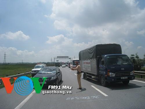 [CẬN CẢNH] Ba ô tô va chạm liên hoàn trên cao tốc Pháp Vân ảnh 4