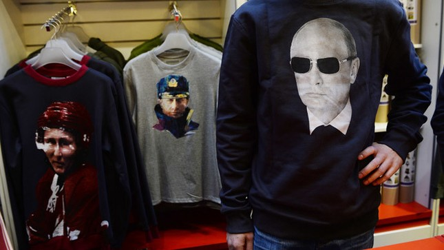 Hơn 100.000 người diễu hành mừng sinh nhật Tổng thống Putin ảnh 16