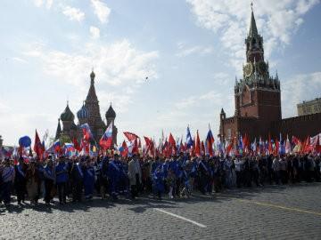 Hơn 100.000 người diễu hành mừng sinh nhật Tổng thống Putin ảnh 9