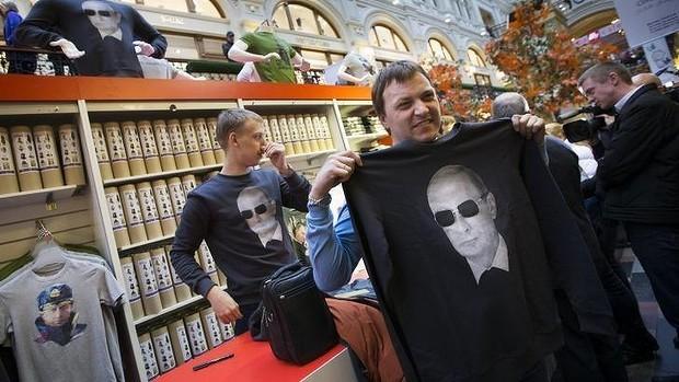 Hơn 100.000 người diễu hành mừng sinh nhật Tổng thống Putin ảnh 11