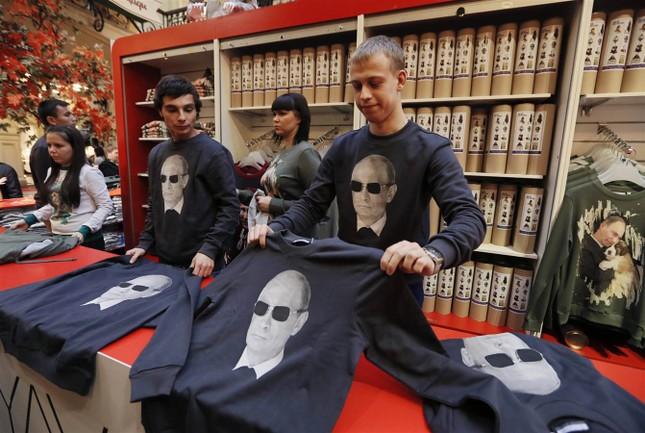 Hơn 100.000 người diễu hành mừng sinh nhật Tổng thống Putin ảnh 15