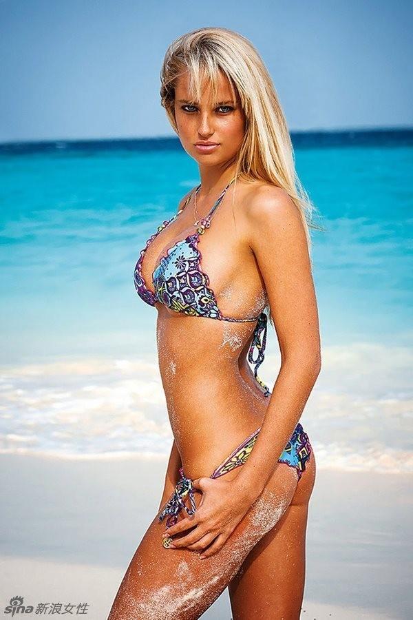 Siêu mẫu Nam Phi 'gây mê' với bikini sắc màu ảnh 8