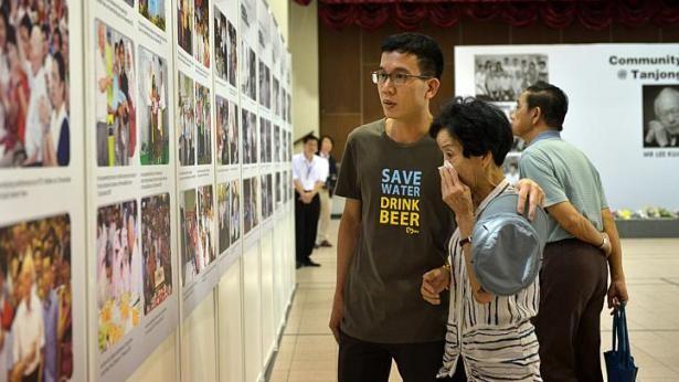 Người Singapore khóc thương ông Lý Quang Diệu ảnh 3