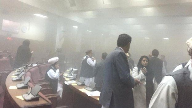 Taliban tấn công tòa nhà Quốc hội Afghanistan ảnh 1