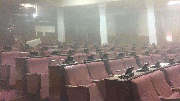 Taliban tấn công tòa nhà Quốc hội Afghanistan ảnh 3