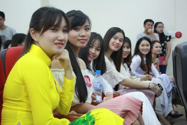 Nữ sinh duyên dáng, tự tin thi tài Hoa khôi sinh viên Việt Nam 2017 ảnh 1