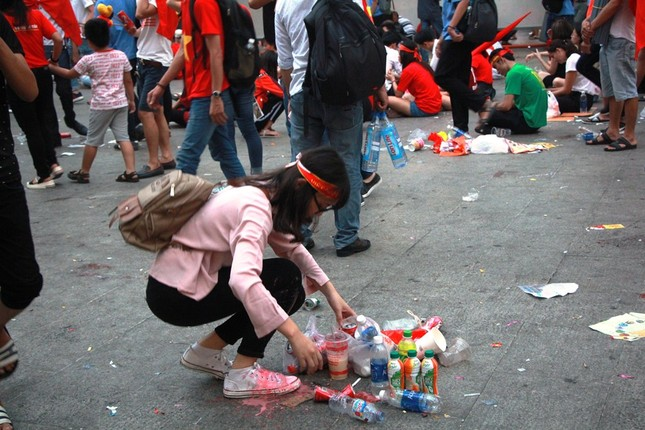 Những hình ảnh đẹp ở phố đi bộ Nguyễn Huệ sau chung kết U23 Việt Nam ảnh 14