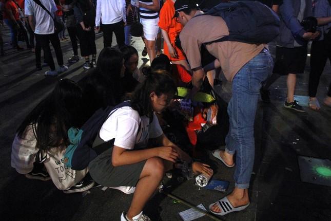 Những hình ảnh đẹp ở phố đi bộ Nguyễn Huệ sau chung kết U23 Việt Nam ảnh 3