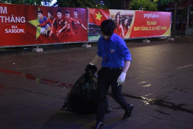 Những hình ảnh đẹp ở phố đi bộ Nguyễn Huệ sau chung kết U23 Việt Nam ảnh 12