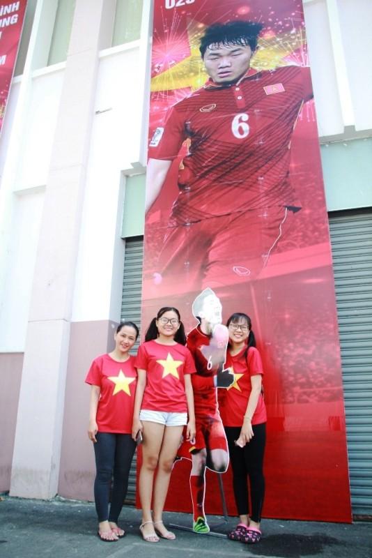 CĐV háo hức đổ về sân Thống Nhất trước giờ gặp U23 Việt Nam ảnh 4