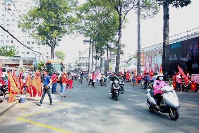 CĐV háo hức đổ về sân Thống Nhất trước giờ gặp U23 Việt Nam ảnh 20