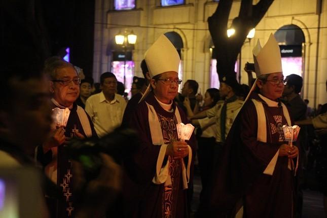 Nghìn người hát thánh ca đưa tiễn Tổng giám mục Bùi Văn Đọc ảnh 13