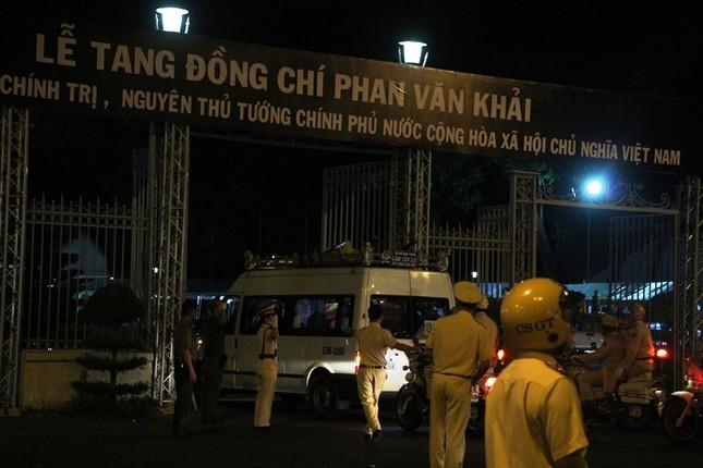Linh cữu cố Thủ tướng Phan Văn Khải về đến Hội trường Thống Nhất ảnh 4