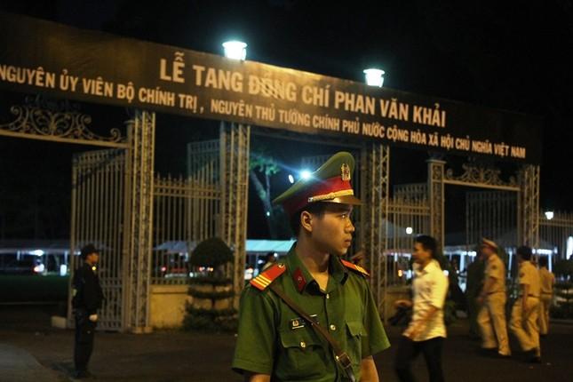 Linh cữu cố Thủ tướng Phan Văn Khải về đến Hội trường Thống Nhất ảnh 5