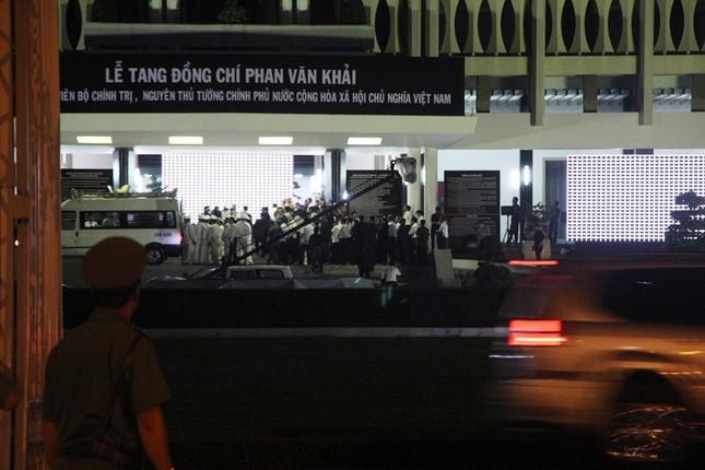 Linh cữu cố Thủ tướng Phan Văn Khải về đến Hội trường Thống Nhất ảnh 7