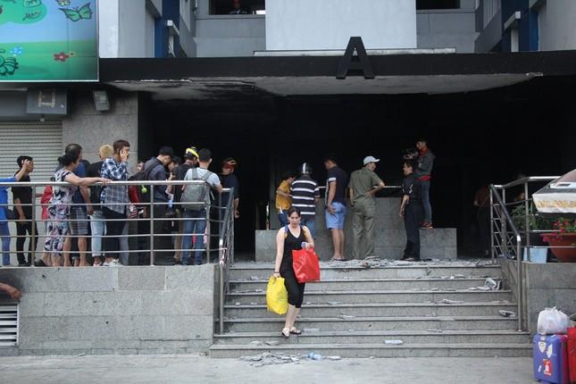 Người dân chung cư Carina Plaza báo mất tài sản sau vụ cháy ảnh 2
