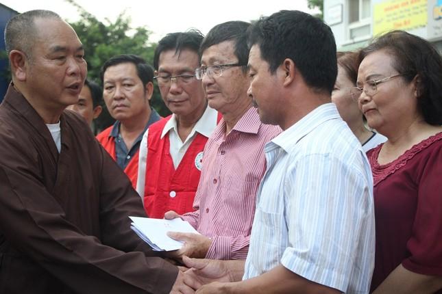 Hội Chữ thập đỏ cứu trợ khẩn cấp người dân thiệt hại trong vụ cháy ảnh 4