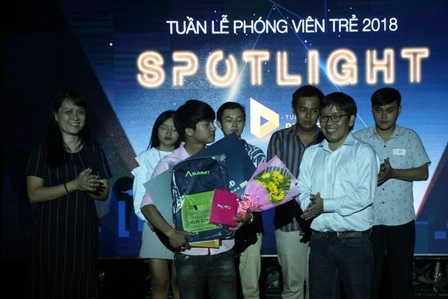 """Nữ sinh trường Luật đoạt ngôi quán quân cuộc thi báo chí """"Spotlight"""" ảnh 3"""
