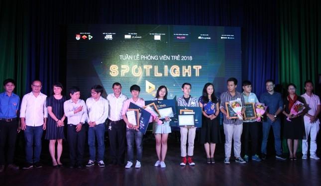 """Nữ sinh trường Luật đoạt ngôi quán quân cuộc thi báo chí """"Spotlight"""" ảnh 7"""
