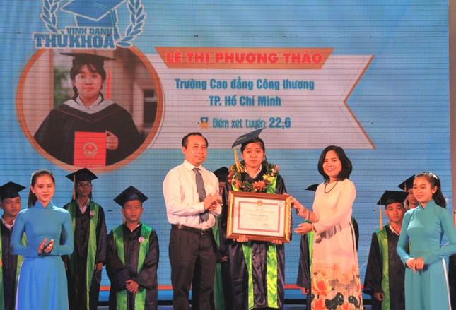 TPHCM vinh danh 66 tân sinh viên và tân cử nhân tiêu biểu ảnh 6