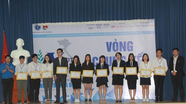 Đại diện ĐHQG Hà Nội đoạt ngôi quán quân VMoot 2019 ảnh 5