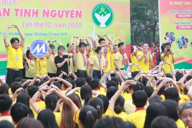 Nghìn bạn trẻ TPHCM hào hứng ra quân chiến dịch Xuân tình nguyện 2020 ảnh 2