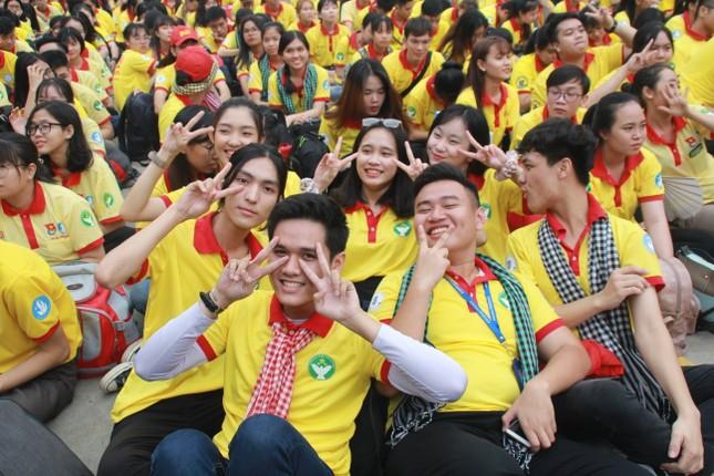 Nghìn bạn trẻ TPHCM hào hứng ra quân chiến dịch Xuân tình nguyện 2020 ảnh 1