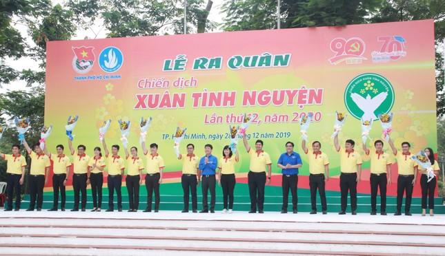 Nghìn bạn trẻ TPHCM hào hứng ra quân chiến dịch Xuân tình nguyện 2020 ảnh 4