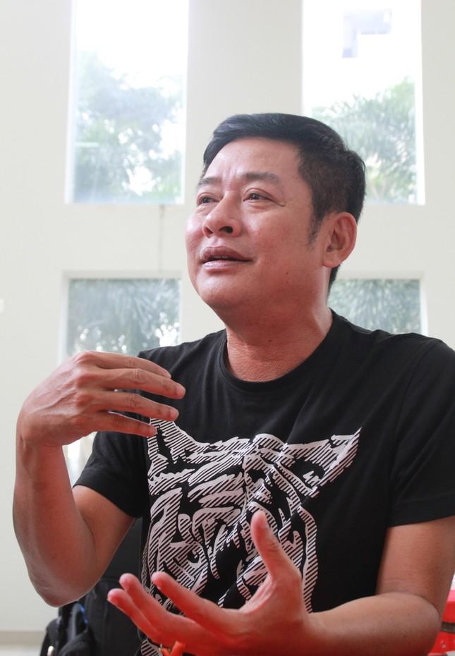 Hồng Tơ, Tấn Beo cùng nhiều đồng nghiệp, bạn hữu đến viếng cố NSƯT Chánh Tín ảnh 3