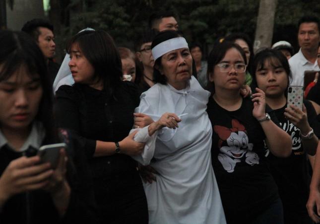 Nghẹn ngào phút tiễn đưa NSƯT Nguyễn Chánh Tín về cõi vĩnh hằng ảnh 9