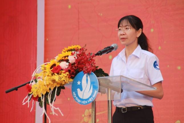 2.500 sinh viên TPHCM lên 'Chuyến xe mùa xuân' về quê đón Tết ảnh 1