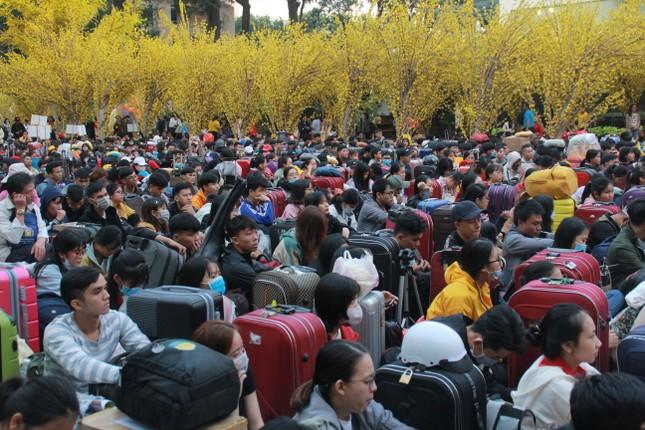 2.500 sinh viên TPHCM lên 'Chuyến xe mùa xuân' về quê đón Tết ảnh 3