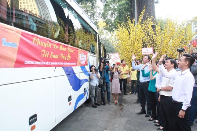 2.500 sinh viên TPHCM lên 'Chuyến xe mùa xuân' về quê đón Tết ảnh 13
