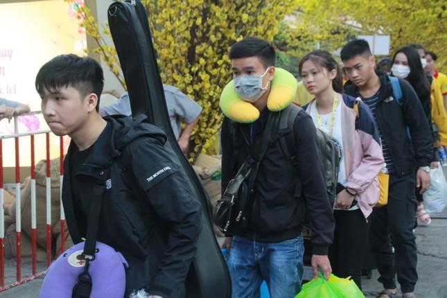 2.500 sinh viên TPHCM lên 'Chuyến xe mùa xuân' về quê đón Tết ảnh 5
