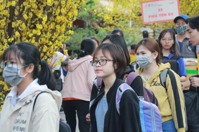 2.500 sinh viên TPHCM lên 'Chuyến xe mùa xuân' về quê đón Tết ảnh 6