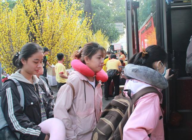 2.500 sinh viên TPHCM lên 'Chuyến xe mùa xuân' về quê đón Tết ảnh 7