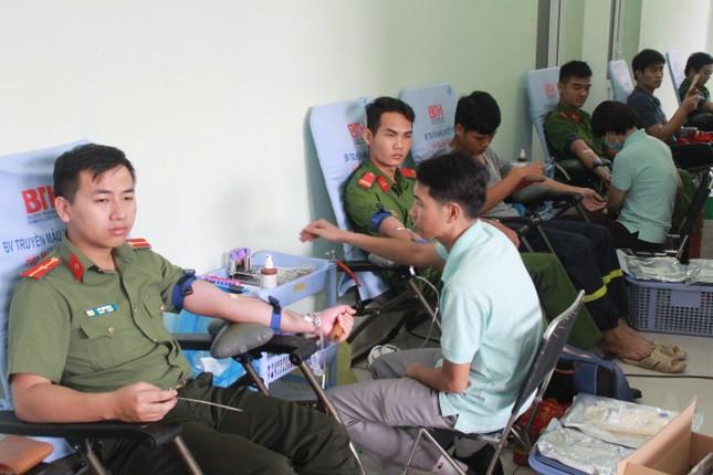 Gần 500 cán bộ, chiến sỹ Công an hiến máu tình nguyện ngày giáp Tết ảnh 6