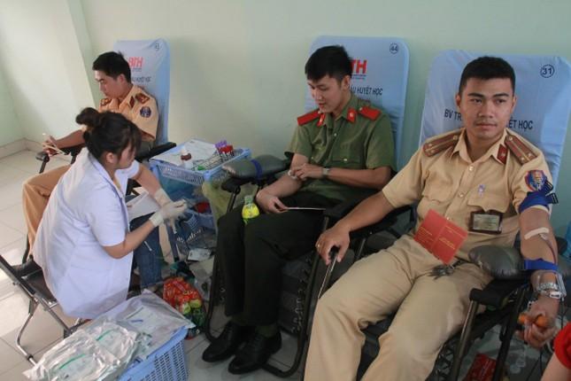 Gần 500 cán bộ, chiến sỹ Công an hiến máu tình nguyện ngày giáp Tết ảnh 5