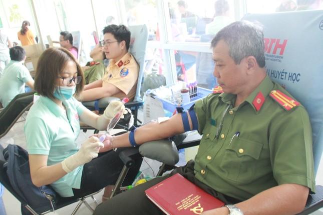 Gần 500 cán bộ, chiến sỹ Công an hiến máu tình nguyện ngày giáp Tết ảnh 7
