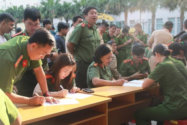 Gần 500 cán bộ, chiến sỹ Công an hiến máu tình nguyện ngày giáp Tết ảnh 1