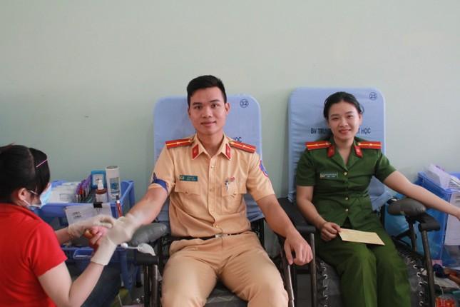 Gần 500 cán bộ, chiến sỹ Công an hiến máu tình nguyện ngày giáp Tết ảnh 10
